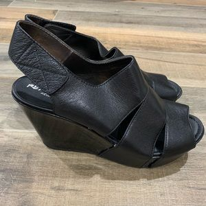 Kenneth Cole Reaction Platform Wedge Sandals